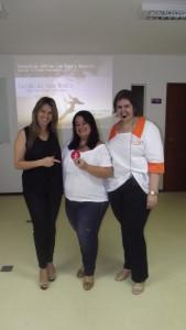Entrega do convite de networking - Renata Monteiro para a sorteada Kátia Diniz.